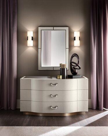 mirror Amelia