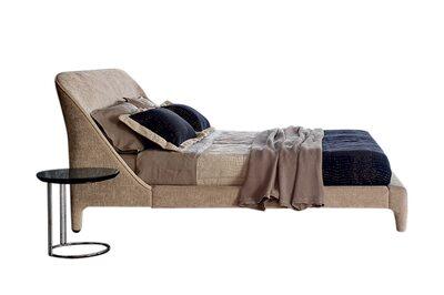 Delta Round Bed