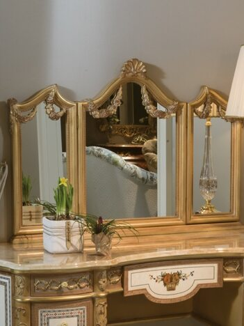 Toilette con specchio